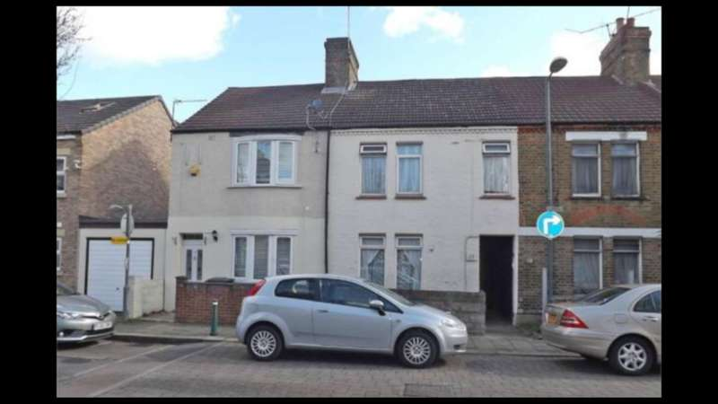 3 Bedrooms Terraced House for sale in Queens Road EN8