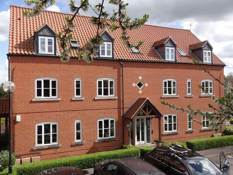 2 Bedrooms Flat for sale in Long Acre, Bingham, Nottingham