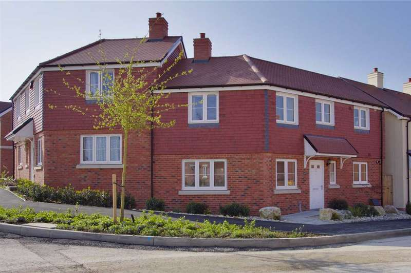 3 Bedrooms Semi Detached House for sale in Saddle Way, Andover