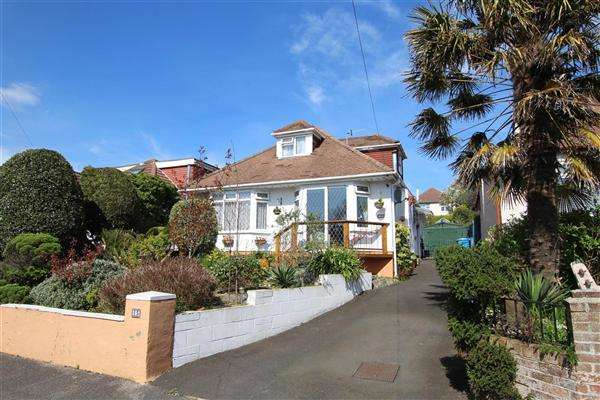 4 Bedrooms Bungalow for sale in Kent Road, Poole