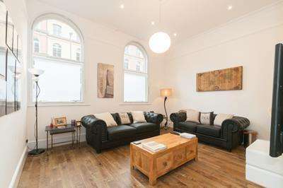 2 Bedrooms Apartment Flat for sale in Wellington Street, LEEDS, West Yorkshire, LS1 4JF