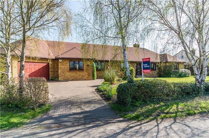 5 Bedrooms Detached Bungalow for sale in Duck End, Girton, Cambridge