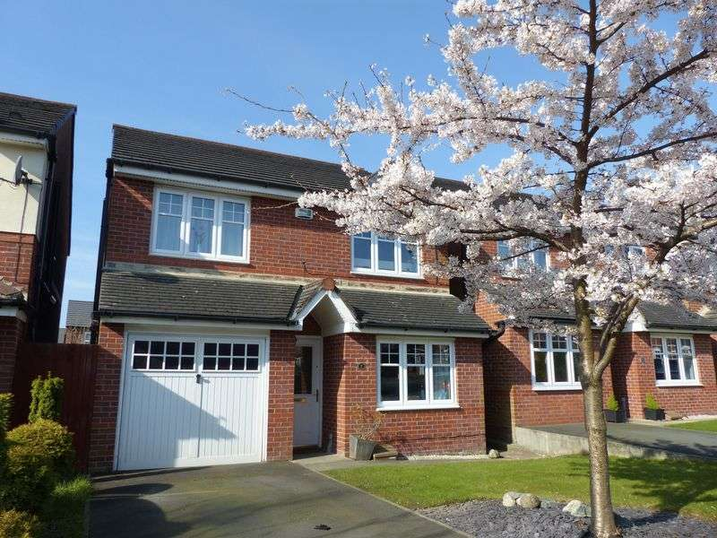 4 Bedrooms Detached House for sale in Elmstone Drive, Royton