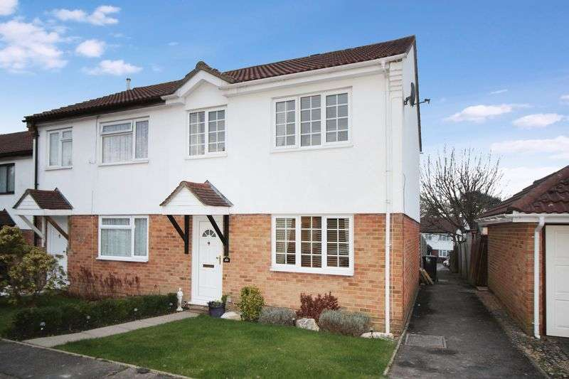 3 Bedrooms Terraced House for sale in Pound Hill Crawley