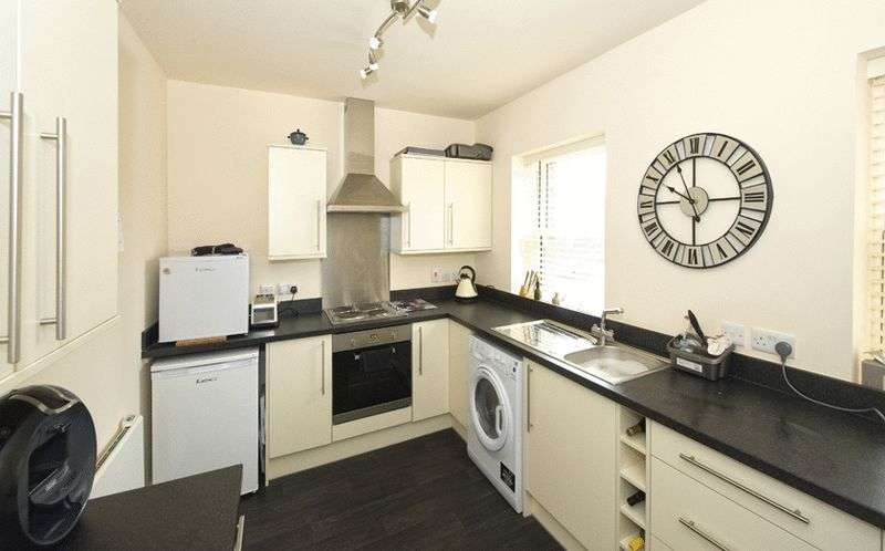 2 Bedrooms Flat for sale in Porters Lodge, Clock Tower View, Wordsley