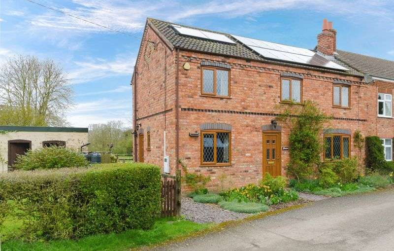 3 Bedrooms Semi Detached House for sale in New End, Hemingby