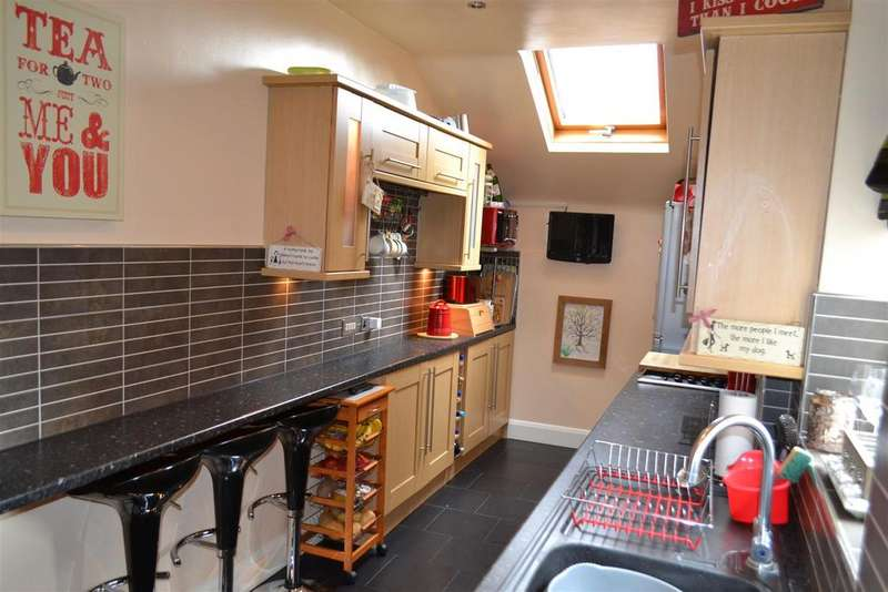 3 Bedrooms House for sale in Wolverhampton Road, Cannock