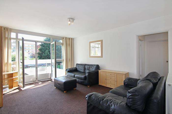 2 Bedrooms Flat for sale in Carlton Drive, London