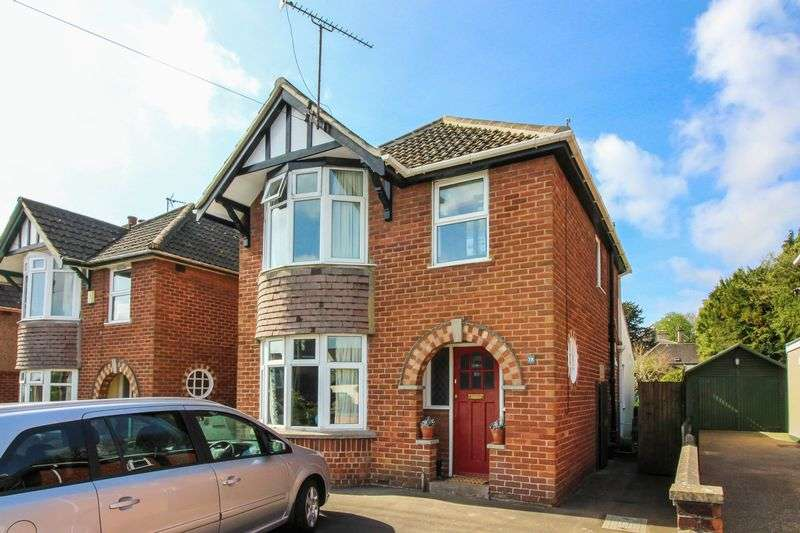 3 Bedrooms Detached House for sale in Windsor Crescent, Frome