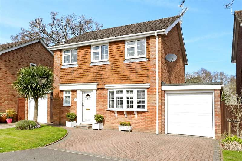 4 Bedrooms Detached House for sale in Hamilton Close, Bordon, Hampshire, GU35