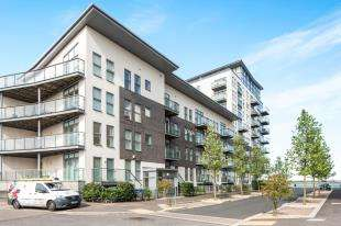 1 Bedroom Flat for sale in Clarinda House, Clovelly Place, Greenhithe, Kent
