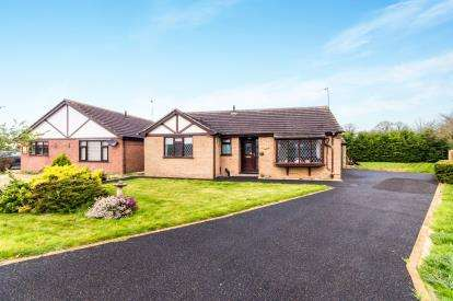 3 Bedrooms Bungalow for sale in Elmwood Drive, Ingoldmells, Skegness, Lincolnshire