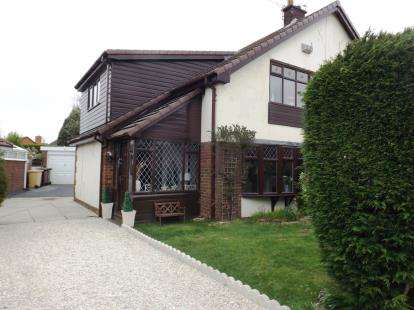 3 Bedrooms Semi Detached House for sale in Collins Lane, Westhoughton, Bolton, Greater Manchester, BL5