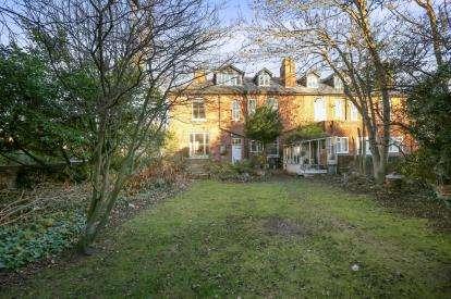 6 Bedrooms Semi Detached House for sale in Stubbs Road, Penn, Wolverhampton, West Midlands
