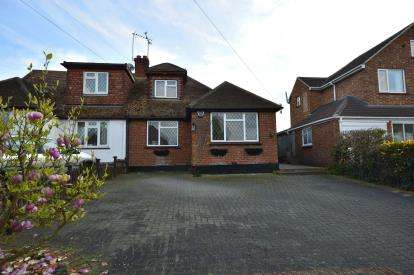 3 Bedrooms Bungalow for sale in Westcliff On Sea, Essex