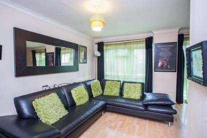 2 Bedrooms Maisonette Flat for sale in Lordship Road, Northolt, Middlesex, England