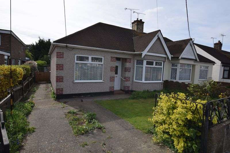2 Bedrooms Semi Detached Bungalow for sale in Giffords Cross Road, Corringham