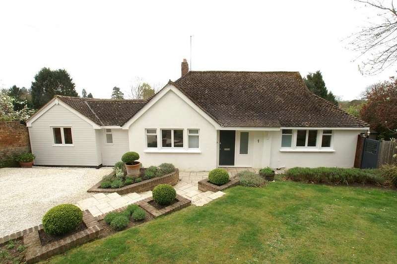 3 Bedrooms Chalet House for sale in Castle Close, Castle Hedingham, Halstead CO9