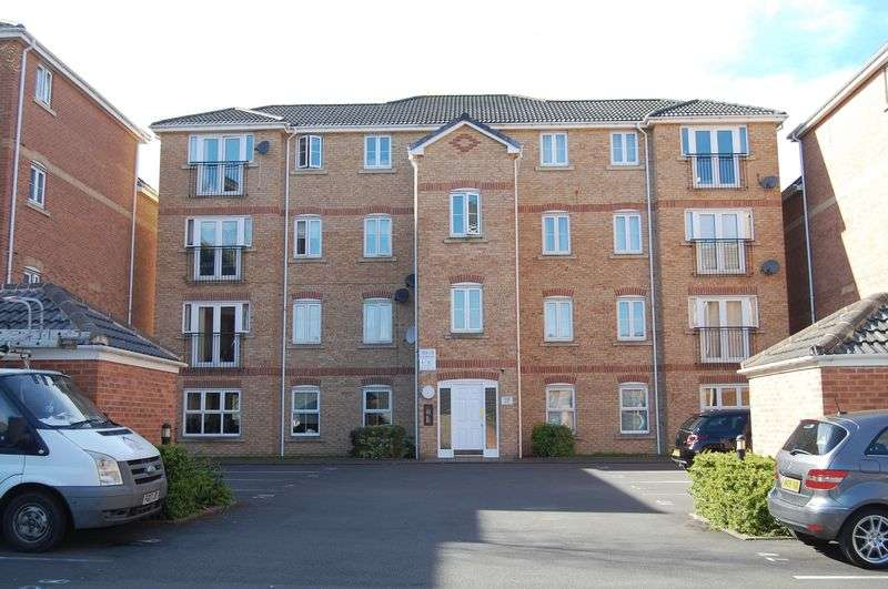 2 Bedrooms Flat for sale in Harper Grove, Tipton