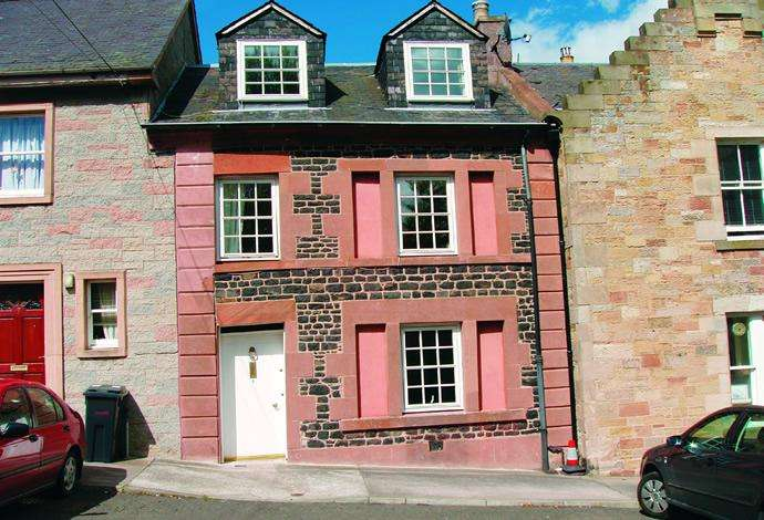 2 Bedrooms Terraced House for sale in 8 Abbey Close, Jedburgh, TD8 6BG
