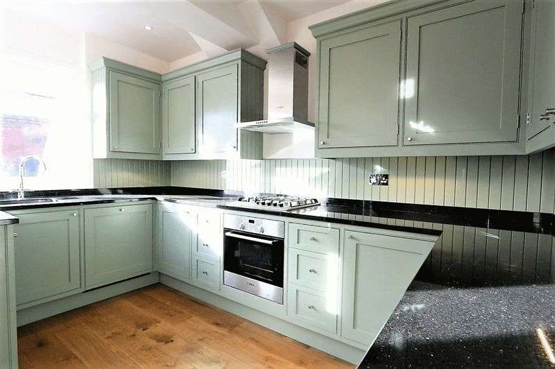 3 Bedrooms Terraced House for sale in Crawley Road, Wood Green