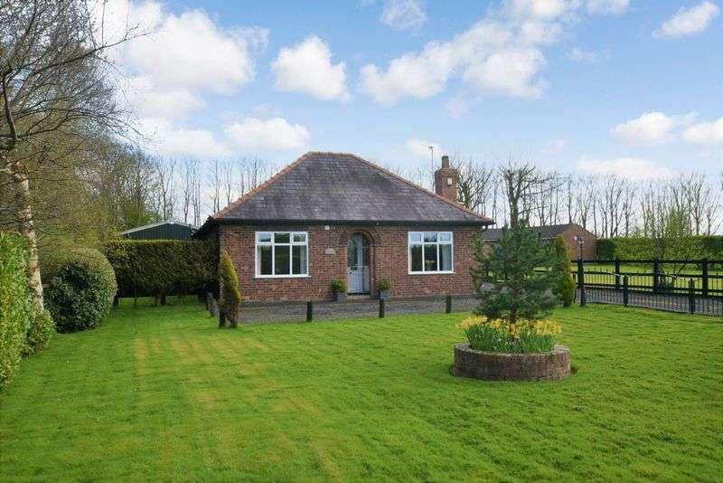 3 Bedrooms Detached Bungalow for sale in Hollow Dene, Winwick Lane, Croft