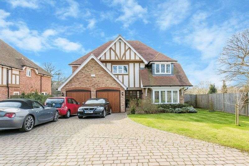 5 Bedrooms Detached House for sale in Torwood Lane, Whyteleafe