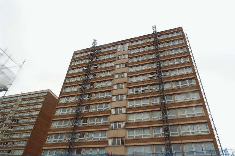 2 Bedrooms Flat for sale in Perry Close, Stoke-On-Trent