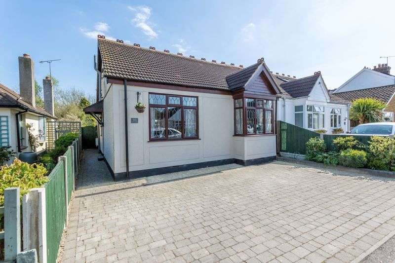 2 Bedrooms Property for sale in Eastwood Rise, Leigh-On-Sea