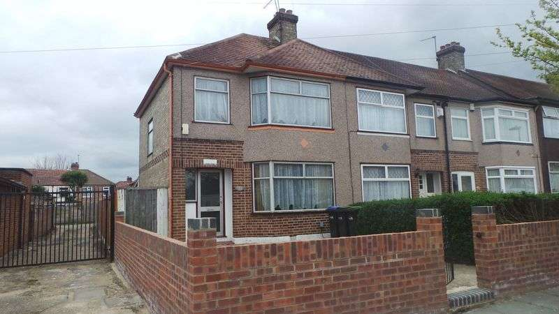 3 Bedrooms Terraced House for sale in Chester Gardens, Enfield, EN3