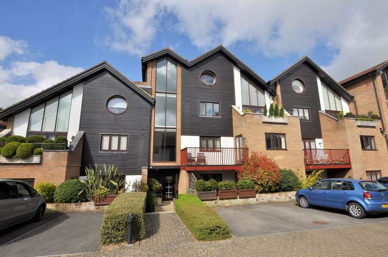 2 Bedrooms Apartment Flat for sale in Ferndown, Dorset
