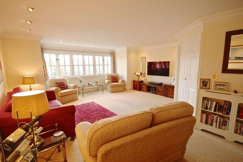 2 Bedrooms Flat for sale in Culliford Road North, Dorchester, DT1
