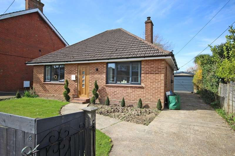 2 Bedrooms Bungalow for sale in Hobart Road, New Milton