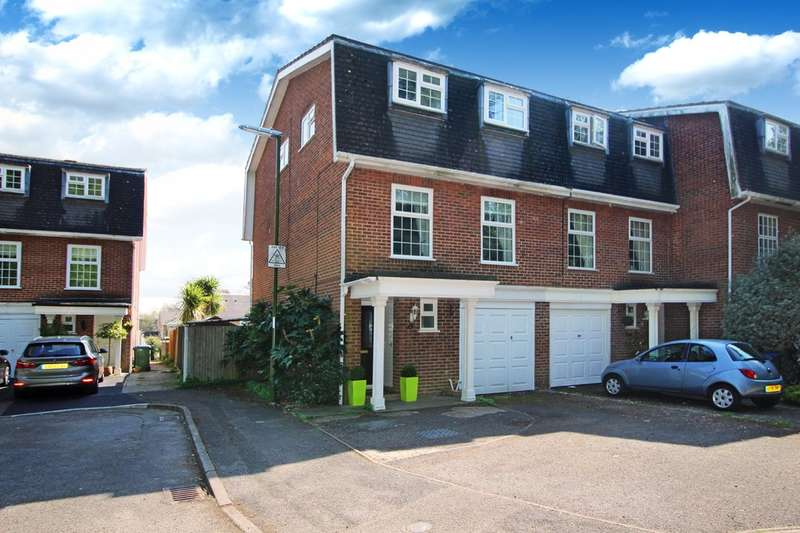 4 Bedrooms End Of Terrace House for sale in Lintott Gardens, Horsham