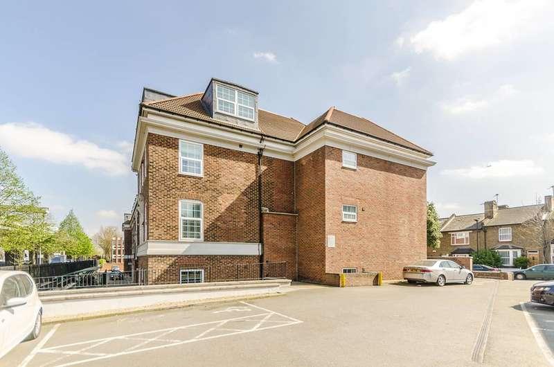 2 Bedrooms Flat for sale in Glenhurst Road, Brentford, TW8