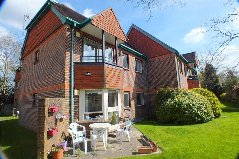 2 Bedrooms Flat for sale in Tockington Court, Oaklands, Yateley, GU46