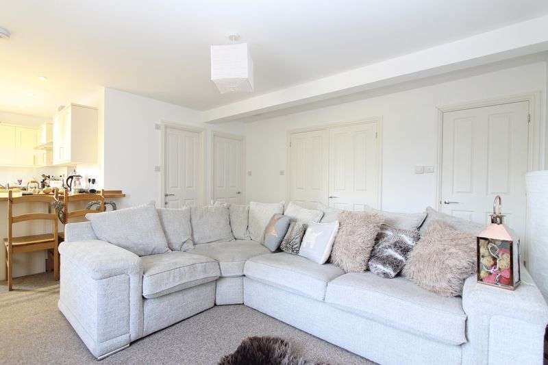 2 Bedrooms Flat for sale in Milford Village Centre