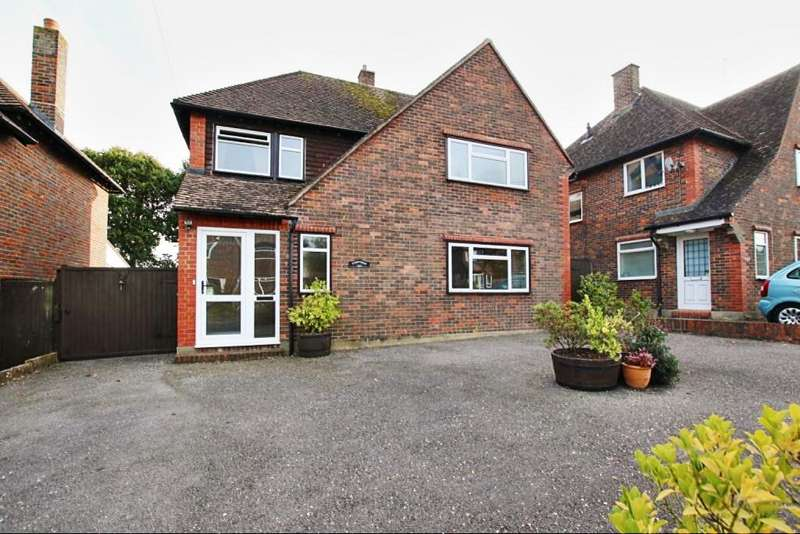3 Bedrooms Detached House for sale in Hawkswood Drive, Hailsham BN27
