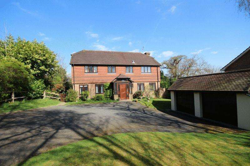 5 Bedrooms Detached House for sale in Fox Hill, Haywards Heath, West Sussex