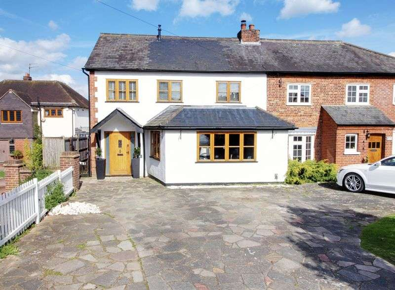 4 Bedrooms Semi Detached House for sale in Plough Hill, Cuffley