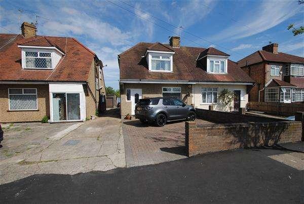 3 Bedrooms Semi Detached House for sale in Bedfont Lane, Bedfont