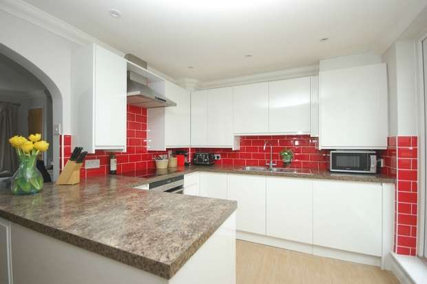 2 Bedrooms Flat for sale in High Street, Hampton Hill