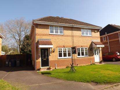 3 Bedrooms Semi Detached House for sale in Cloughfield, Penwortham, Preston, PR1