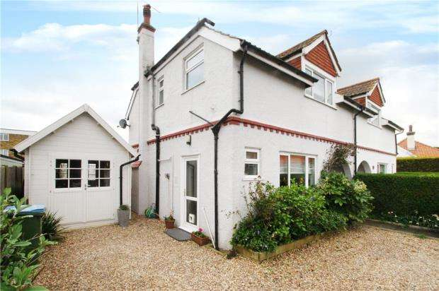 3 Bedrooms Semi Detached House for sale in Seafield Close, Rustington, West Sussex, BN16