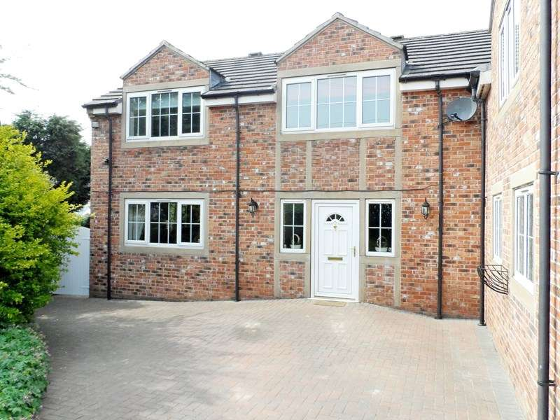 4 Bedrooms Detached House for sale in Hollywell Lane, Castleford