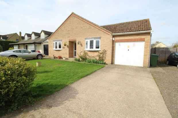 3 Bedrooms Detached Bungalow for sale in Leaden Hill, Royston, Hertfordshire, SG8 5QH