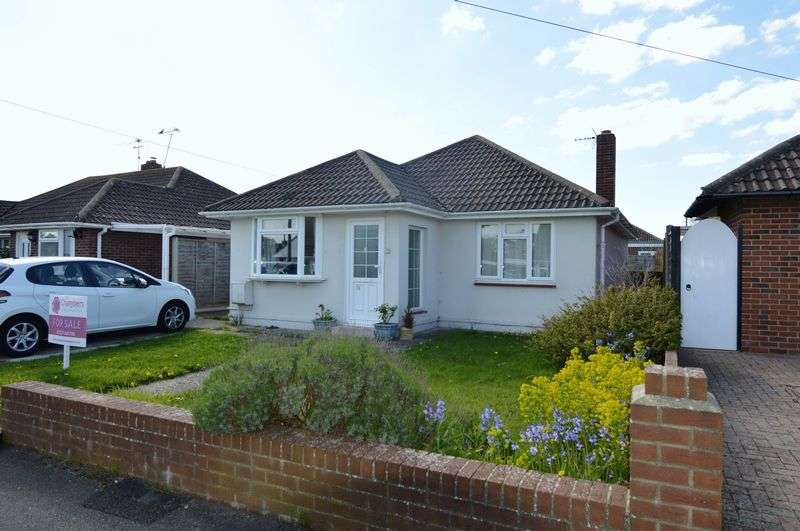 3 Bedrooms Detached Bungalow for sale in Old Farm Lane, Stubbington