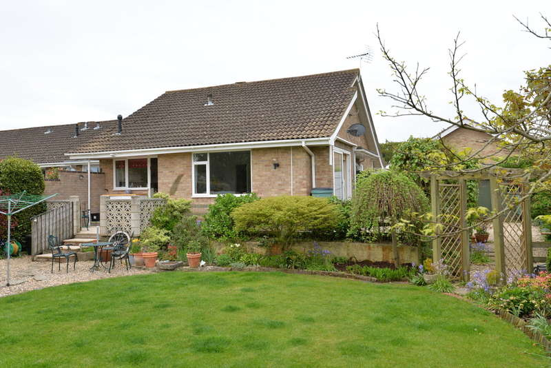 3 Bedrooms Detached House for sale in Seaway, Barton on Sea