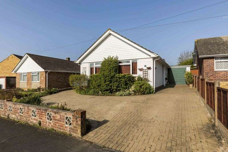 3 Bedrooms Detached Bungalow for sale in Greenfield Crescent, Horndean