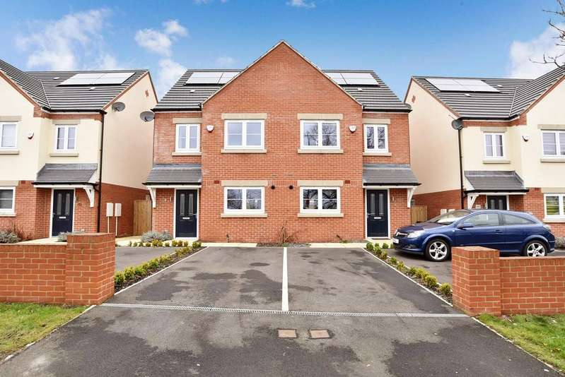 3 Bedrooms Semi Detached House for sale in Hookstone Chase, Harrogate